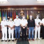 Foto grupo con responsables de la Escuela Militar de Buceo y los alumnos del curso